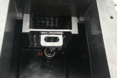 Фото мини канализационной станции с постановкой на поверхность земли, внутри помещения , на базе одного насоса, производительностью до 10 м3/час, напором до 10 метров (сололифт), вид сверху со съемной выдвижной пластиковой корзиной для сбора крупных нечистот