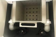 Вид внутри с выдвижной корзиной для сбора крупных нечистот