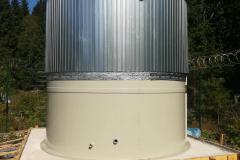 Фото полипропиленовой емкости для ГВС 95 градусов, на 50 м³ Ø4000 Н 4000  начало утепления и облицовки (29.08.19)