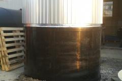 Фото полиэтиленовой емкости для технической воды до 40 градусов, на 15 м3 Ø2400 Н 3400 начало утепления и облицевания (дата 4.09.19)