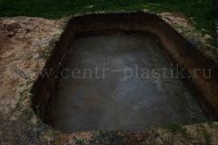 Бетонирование дна котлована для установки бассейна