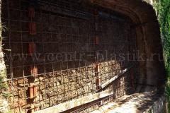 Монтаж сетки для бетонирования дна котлована для установки бассейна