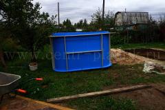 Объвязка полипропиленового бассейна металлической арматурой для внешнего бетонирования