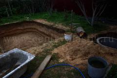 Размещение бассейна и колодца для фильтрационного оборудования на строительной площадке