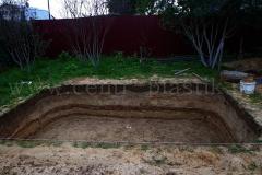 Рытье котлована под бетонирование основания для бассейна по длине 5500x3500x1350