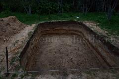 Рытье котлована под бетонирование основания для бассейна по ширине 5500x3500x1350