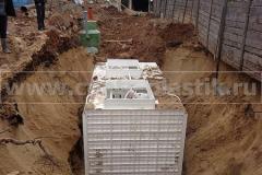 Фото 16. Монтаж системы очистки сточных вод в котлован