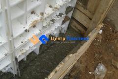 Бетонирование боковых стенок системы очистки сточных вод