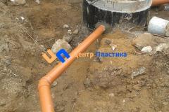 Подсоединение отводящего трубопровода Ø160 мм в понижающий переливной колодец