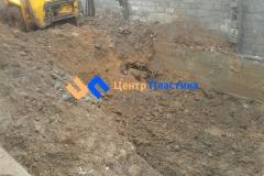 Рытье котлована для бетонного основания