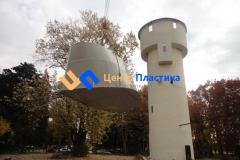 Процесс погрузки резервуара на башню