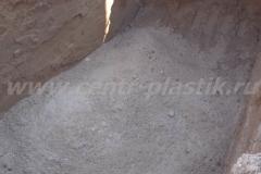 Фото №38 Просыпка котлована для фильтрационного колодца песком