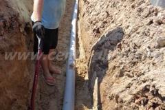 Фото №65 Засыпка отводящей трубы песком
