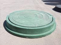 Зеленая крышка колодца