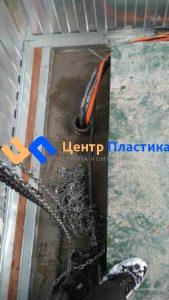 Вид внутри с кабель-каналом для подводки электрических кабелей от насосов