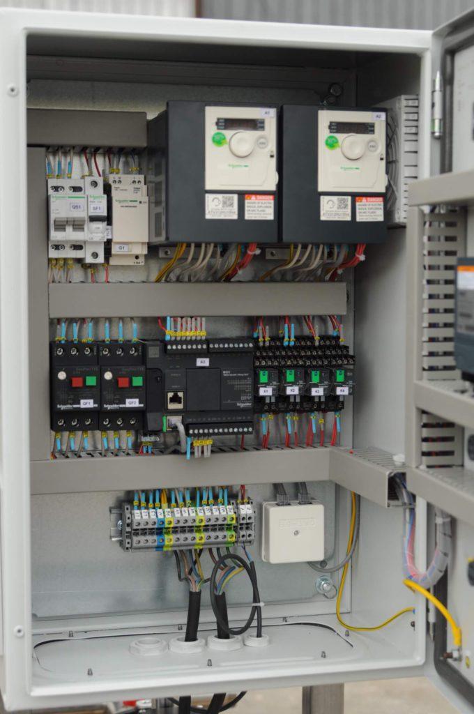Шкаф управления на 2 насоса с частотниками.