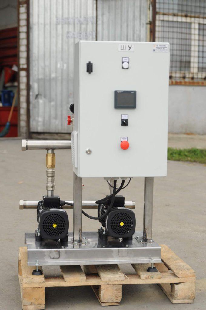 Насосная станция питьевого водоснабжения производительностью 20 м³/час, напором 40 метров, на базе двух горизонтальных насосов Grundfos и шкафа управления с частотными преобразователями. (вид спереди)