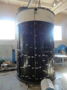 Фото емкости с закрепленным греющем кабелем на цилиндрической части емкости